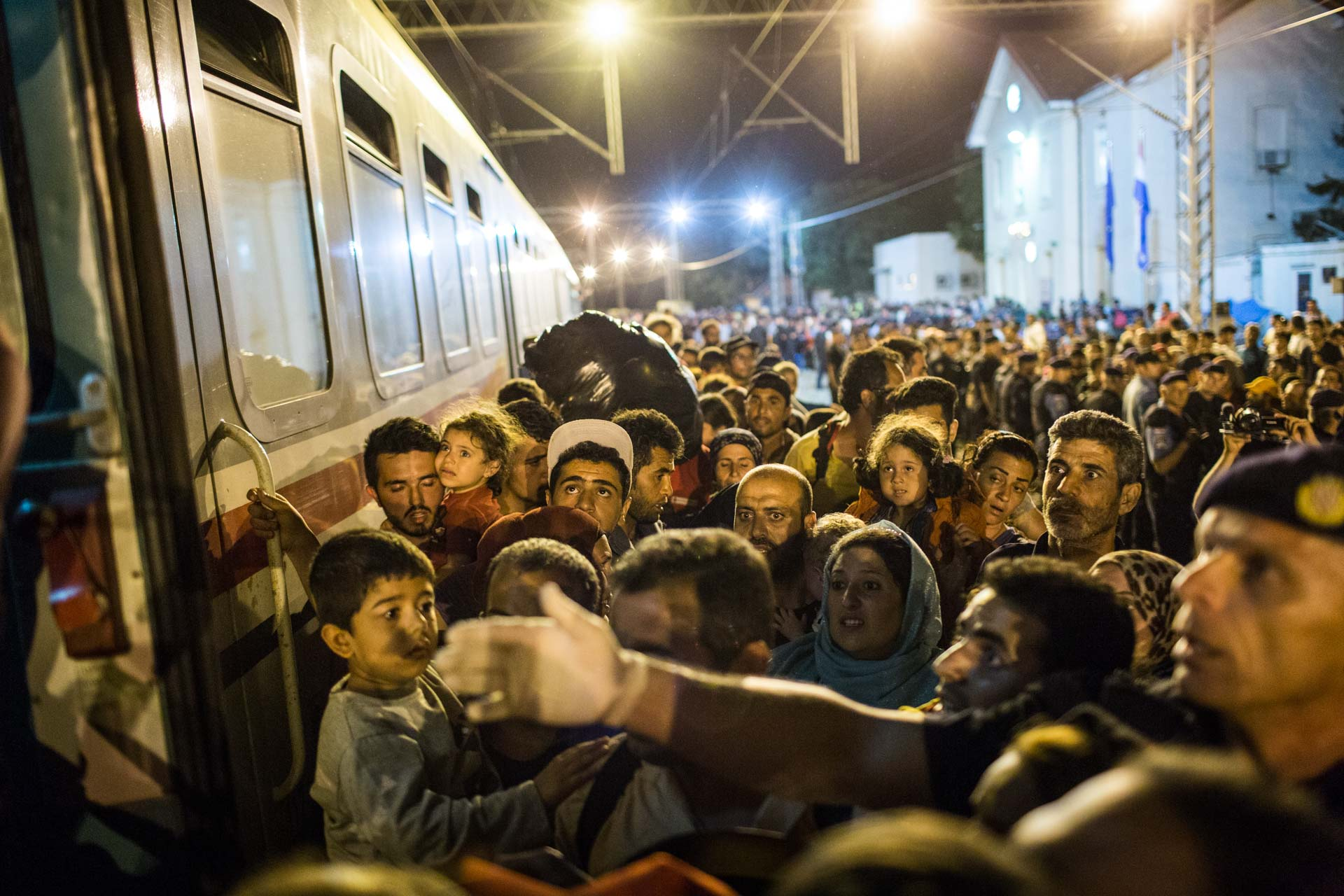 Within the first few days, Croatian authorities were overwhelmed with the massive influx of thousands of people coming to Tovarnik every day. Despite the pressure, they never used force on the refugees like many other Balkan countries did.