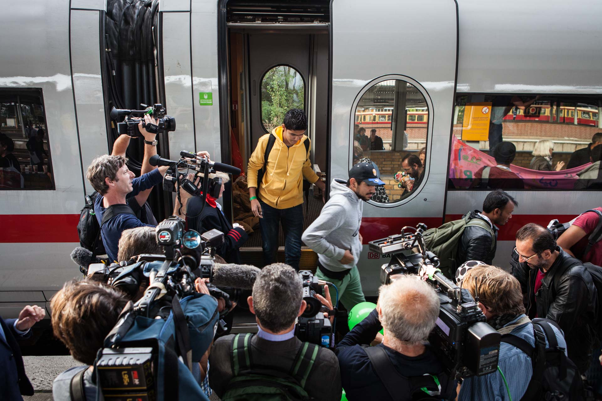 A special train from Munich brings 700 refugees to Schöneberg train station in Berlin, where they are received with food, water, medical care and a lot of press. For most of the refugees arriving in Germany, this is the end of their journey.