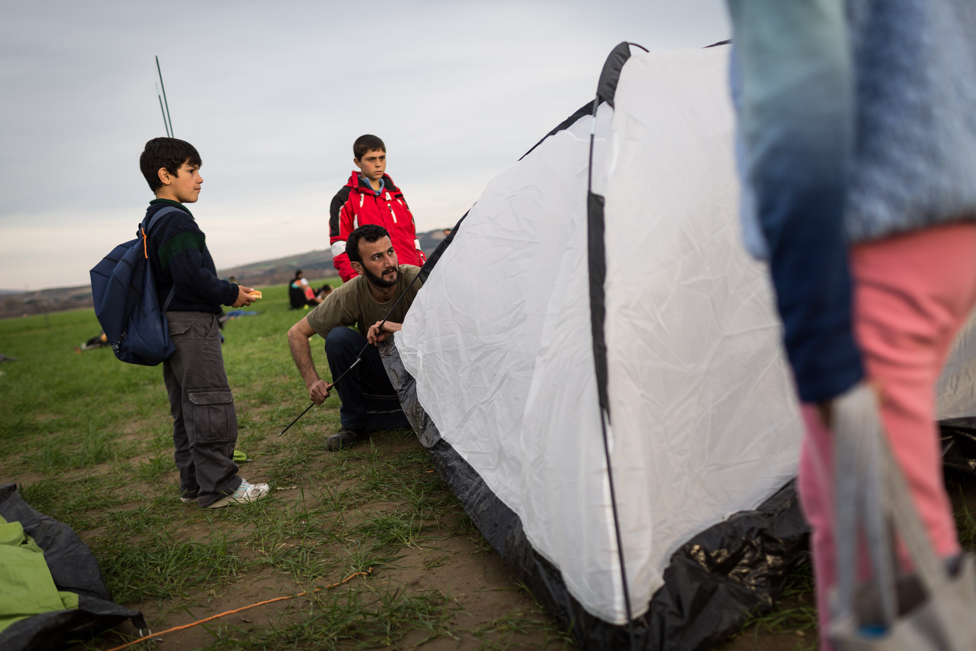 The family arrives in Idomeni. Basem sets up the two tents for the family: Nine people, plus me.