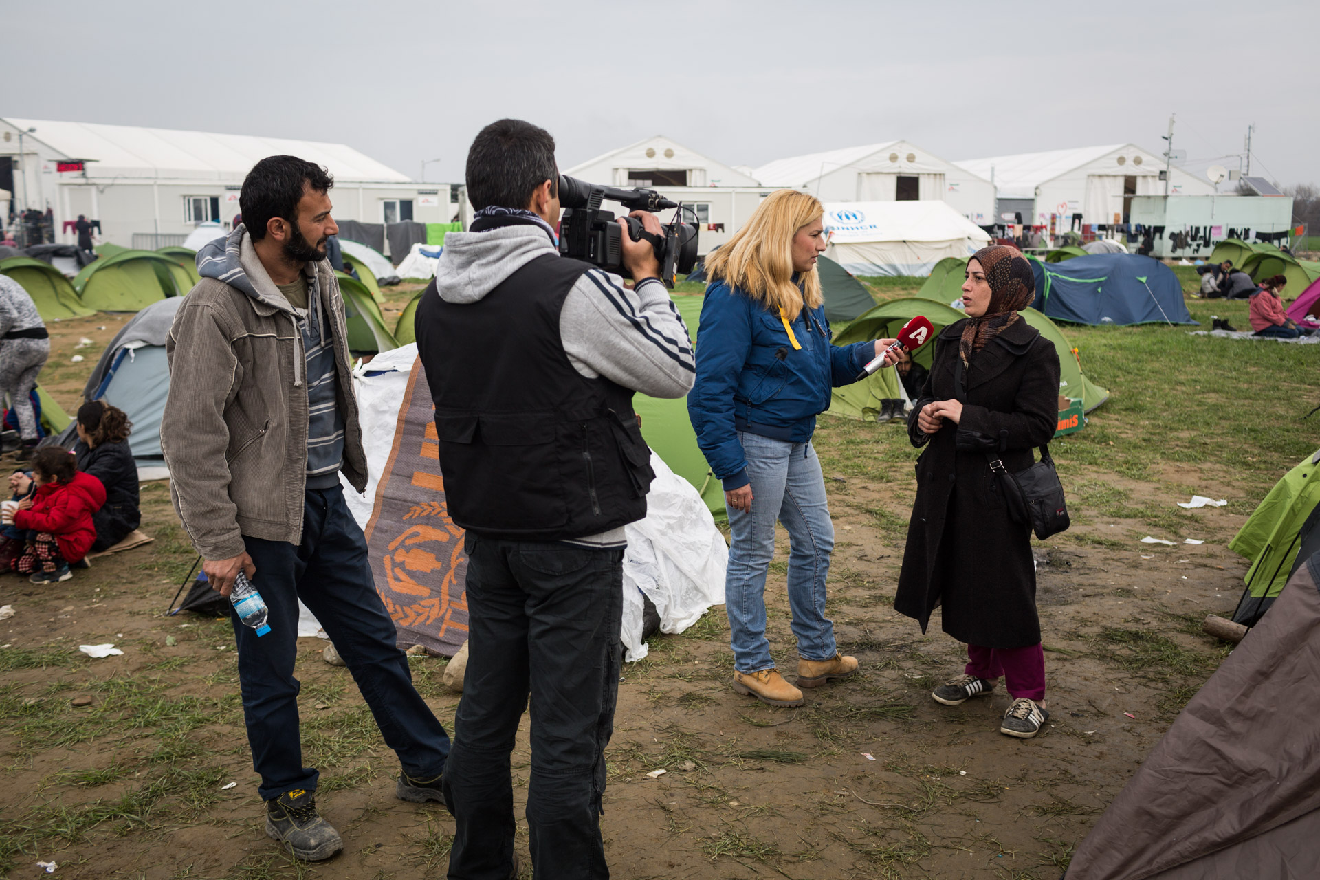 Because Khulud studied English literature and knows some English too, she is sometimes approached by media in Idomeni camp. Basem stands by on the left. He adores his wife very much for being a sophisticated reader and admirer of literature.