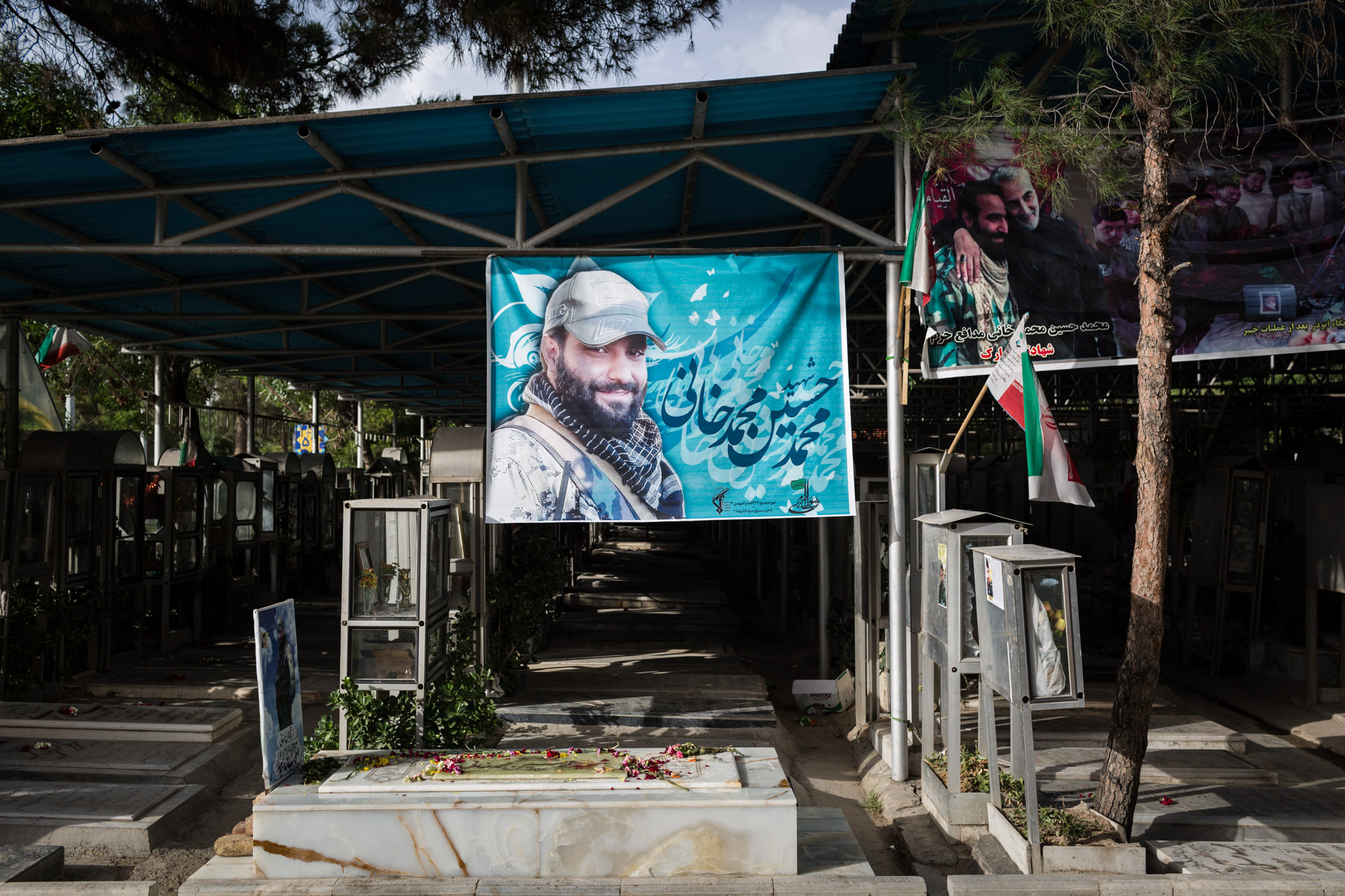 Next to the section for martyrs, new graves have been erected. They serve as final resting places for the Iranian soldiers fighting in Iraq and Syria.